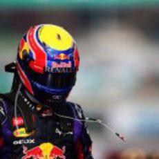 Mark Webber no se quita el casco visiblemente enfadado