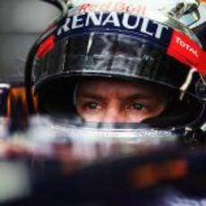Sebastian Vettel visualiza una buena vuelta para lograr la pole