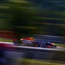 Mark Webber trata de marcar un buen tiempo con su RB9