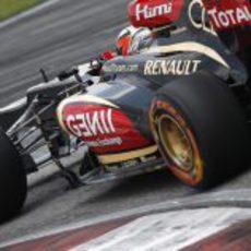 Kimi Räikkönen entra en una curva en Sepang