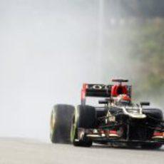 Kimi Räikkönen rueda sobre mojado en Malasia