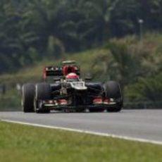 Romain Grosjean en busca de la velocidad en Sepang