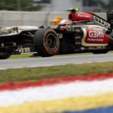 Romain Grosjean rueda en seco con el compuesto duro