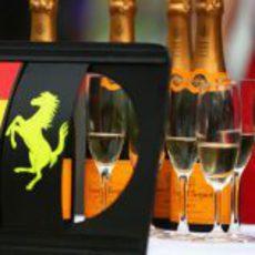 Champagne y Cavallino Rampante