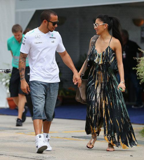 Lewis Hamilton y su novia en Sepang