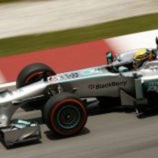 Lewis Hamilton rueda con los duros en los Libres 3 de Malasia