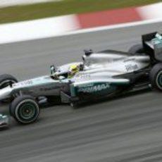 Nico Rosberg rueda en los Libres 3 del GP de Malasia 2013