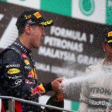 Lewis Hamilton y Sebastian Vettel en el podio