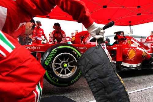 Neumáticos intermedios para Fernando Alonso