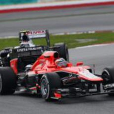Jules Bianchi, por delante de Valtteri Bottas