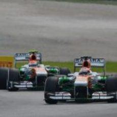 Paul di Resta por delante de Adrian Sutil