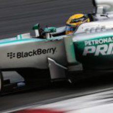 Lewis Hamilton, camino al podio de Sepang