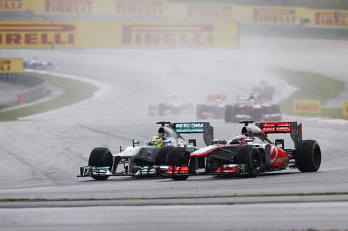 Jenson Button al volante del McLaren MP4-28