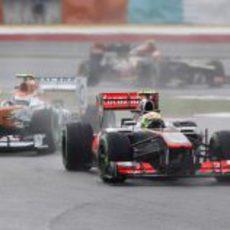 Sergio Pérez y Adrian Sutil al inicio de la carrera