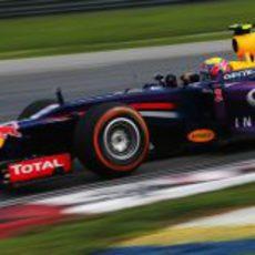 Mark Webber liderando el Gran Premio de Malasia