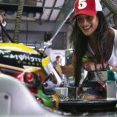 Nicole Scherzinger apoyando a Lewis Hamilton