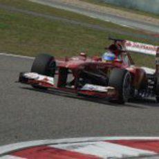 Fernando Alonso rueda en los Libres 1 del GP de China 2013