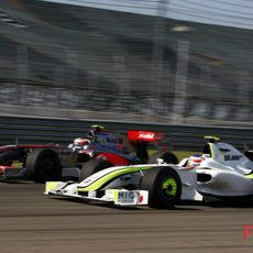 Barrichello pasa a Kovalainen