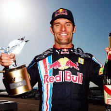 Webber posa con su trofeo