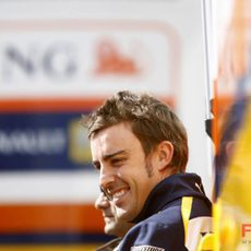 Alonso sonríe