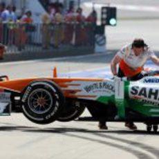 Adrian Sutil de vuelta a boxes