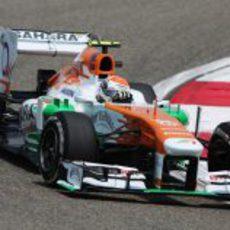 Adrian Sutil rodando en el primer sector