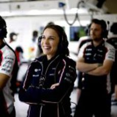 Claire Williams en el box de su equipo