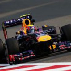 Mark Webber con el RB9 en China