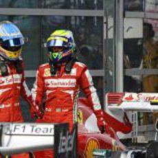 Felipe Massa y Fernando Alonso al terminar la clasificación en China