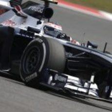 Valtteri Bottas luchando para marcar un buen tiempo en su FW35
