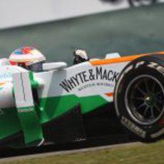 Paul di Resta luchando con su VJM06 para marcar un buen tiempo