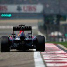 Sebastian Vettel a punto de marcar un nuevo tiempo por vuelta