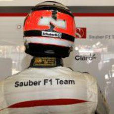 Nico Hülkenberg se ajusta el casco para afrontar la clasificación