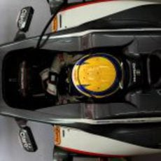 Esteban Gutiérrez metido en su cockpit
