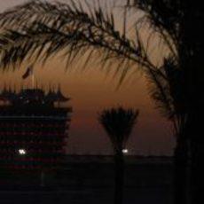 La noche cae en Baréin