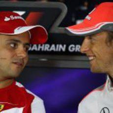 Felipe Massa y Jenson Button en la sala de prensa