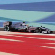 Lewis Hamilton rodando en Baréin