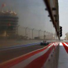 Esteban Gutiérrez con el Sauber C32 saliendo del pitlane