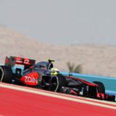 Sergio Pérez rodando en el circuito de Baréin