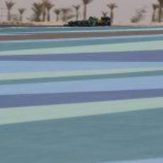 Giedo van der Garde maneja su CT03 en el desierto de Baréin