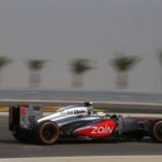 Sergio Pérez intenta mejorar sus tiempos en Baréin