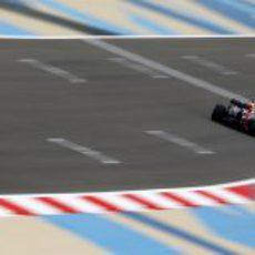 Sebastian Vettel en la recta de atrás