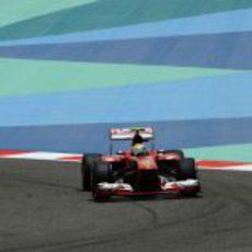 Felipe Massa rueda en la clasificación del GP de Baréin 2013