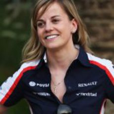 Susie Wolff sonríe en Baréin