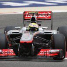Sergio Pérez traza una curva en Sakhir