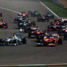 Primera curva del Gran Premio de Baréin 2013