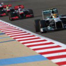 Lewis Hamilton tuvo una bonita pelea con los McLaren