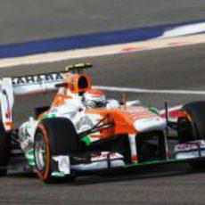 Adrian Sutil sufrió un pinchazo en Baréin