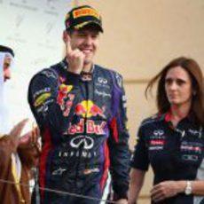 Sebastian Vettel muestra su dedo