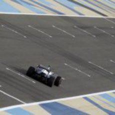 Valtteri Bottas pasa por la recta de atrás de Baréin